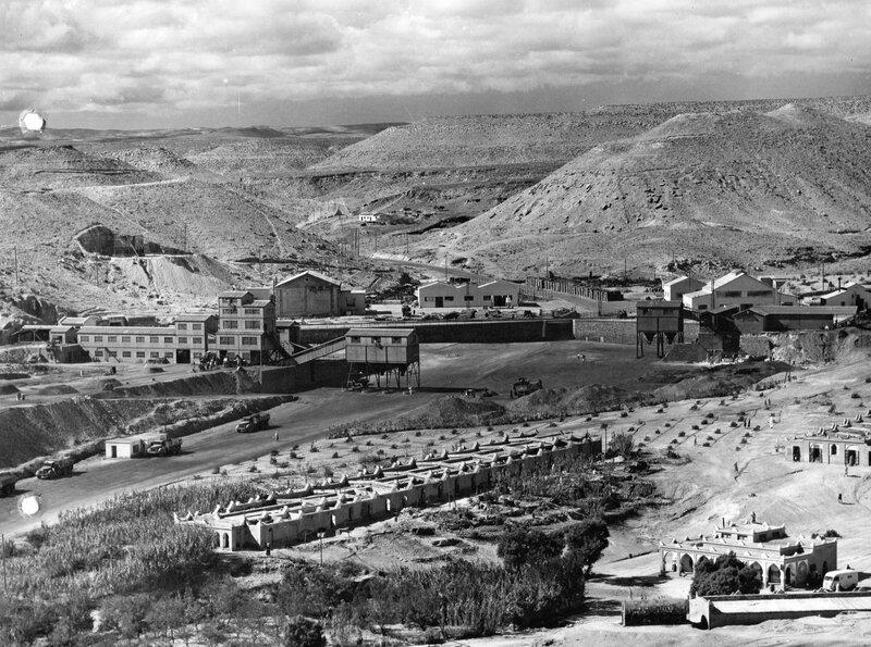 photo 4 vue panoramique des installations minières et du village ouvrier cliché Pigneux Marrakech 1954