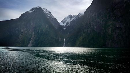 waterfall_at_milford_sound