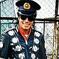 Michael jackson rend visite aux policiers de tokyo, septembre 1987