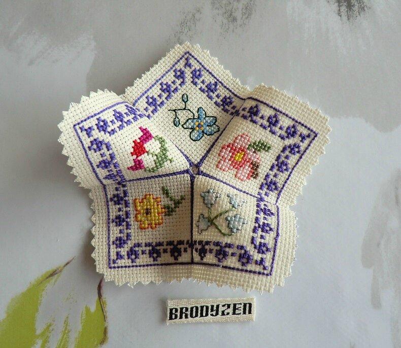 biscornu printemps_brodyzen_1 à 5 monté