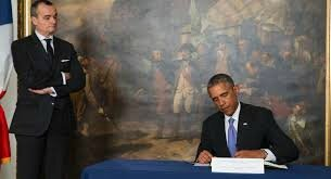 Obama signing condoleances book at Fench Embassy