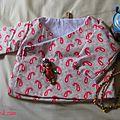 Une brassière kimono pour une princesse ! tissu cultura et plumetis du marché, poupée de turquie, collier en bois