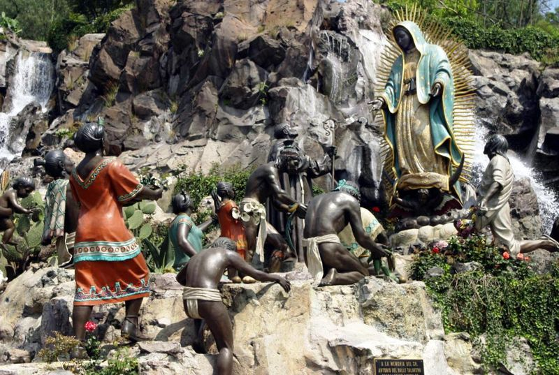 Statues%20of%20Ou%20Lady%20of%20Guadalupe