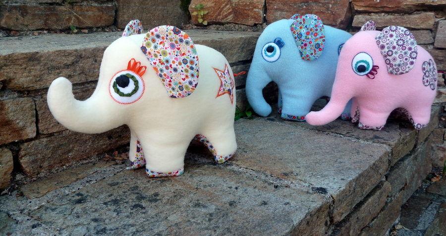 Éléphants Elfidoux en promenade