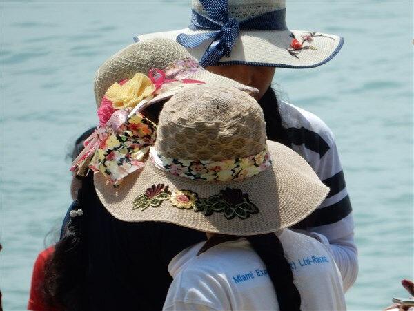 Jeu de chapeaux