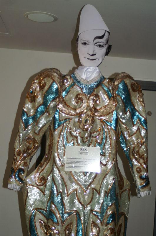les costumes de Monsieur Vicaire
