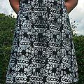Une robe en wax noire et blanche