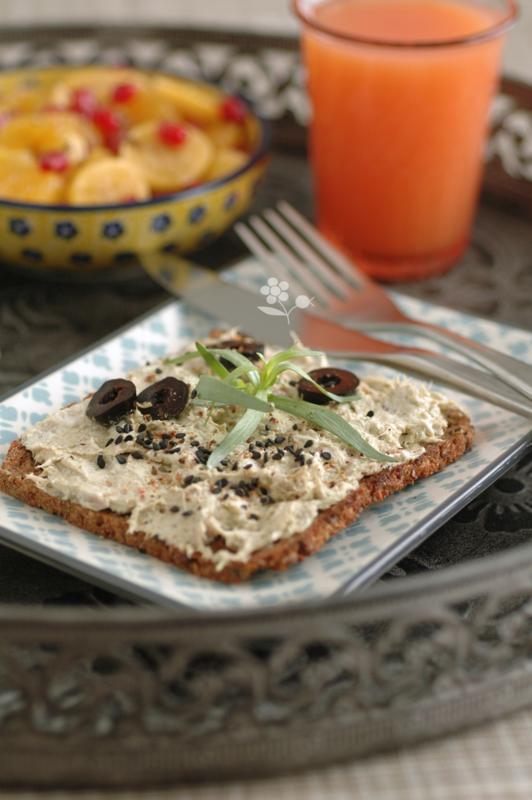 Plateau tartine rillettes thon-fromage frais-pesto, salade de fruits, panna cotta au lait fermenté-coulis de canneberges_3