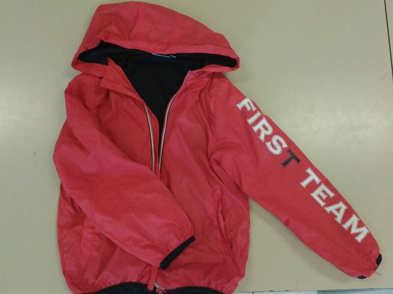 rouge veste kway capuche nky 8 ans