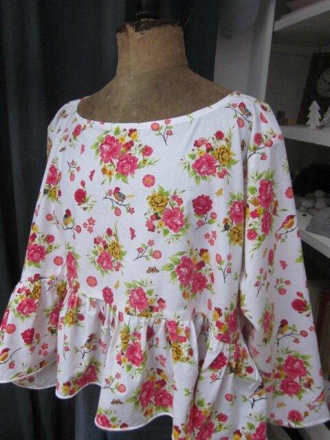 Blouse CERISE en coton blanc imprimé fleurs et oiseaux jaune vert rose (1)