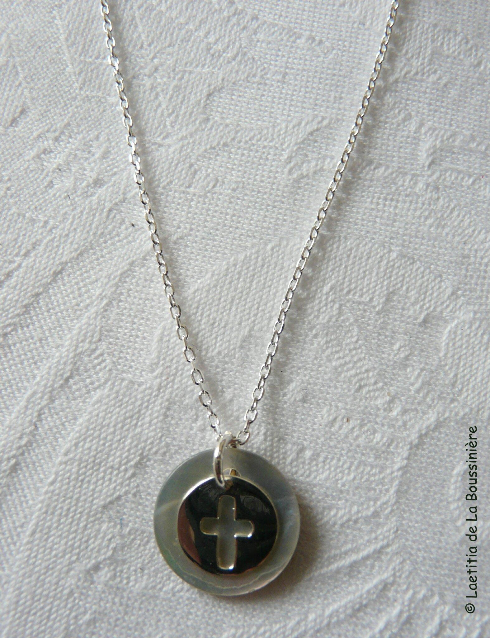 Collier mini médaille Croix (naturel)