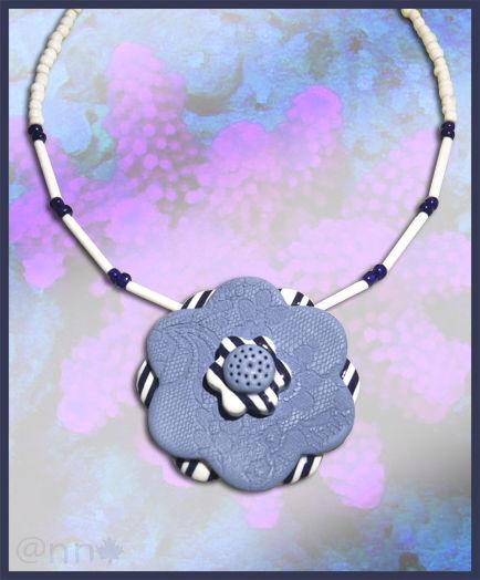Collier fleur marin et dentelle bleue