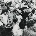 André villers, né en 1930. picasso dans la foule