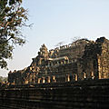 Angkor (13/27). le baphuon, un puzzle gigantesque.