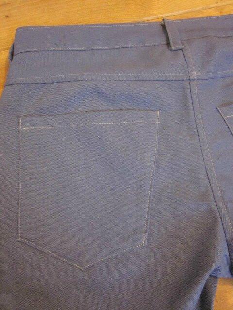 Bermuda HOMME en toile de coton bleu -4 poches - 5 passants - braguette à boutons (8)