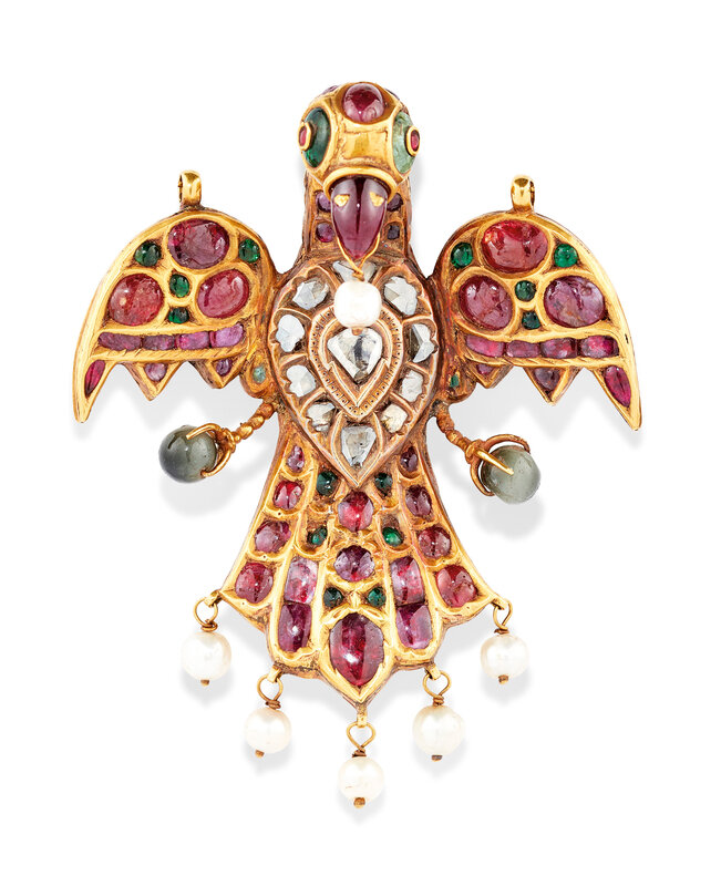 2019_CKS_17178_0096_000(a_gem_set_gold_pendant_in_the_form_of_an_eagle_deccan_or_south_india_m)