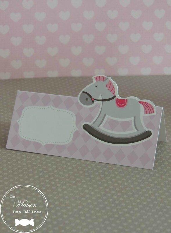 marque place carte de table baptême cheval bascule rockinghorse hobby horse sujet enfant rose parme
