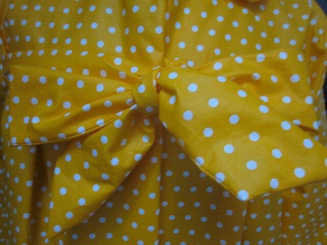 Ciré AGLAE en coton enduit jaune soleil à pois blancs fermé par un noeud dans le même tissu (3)