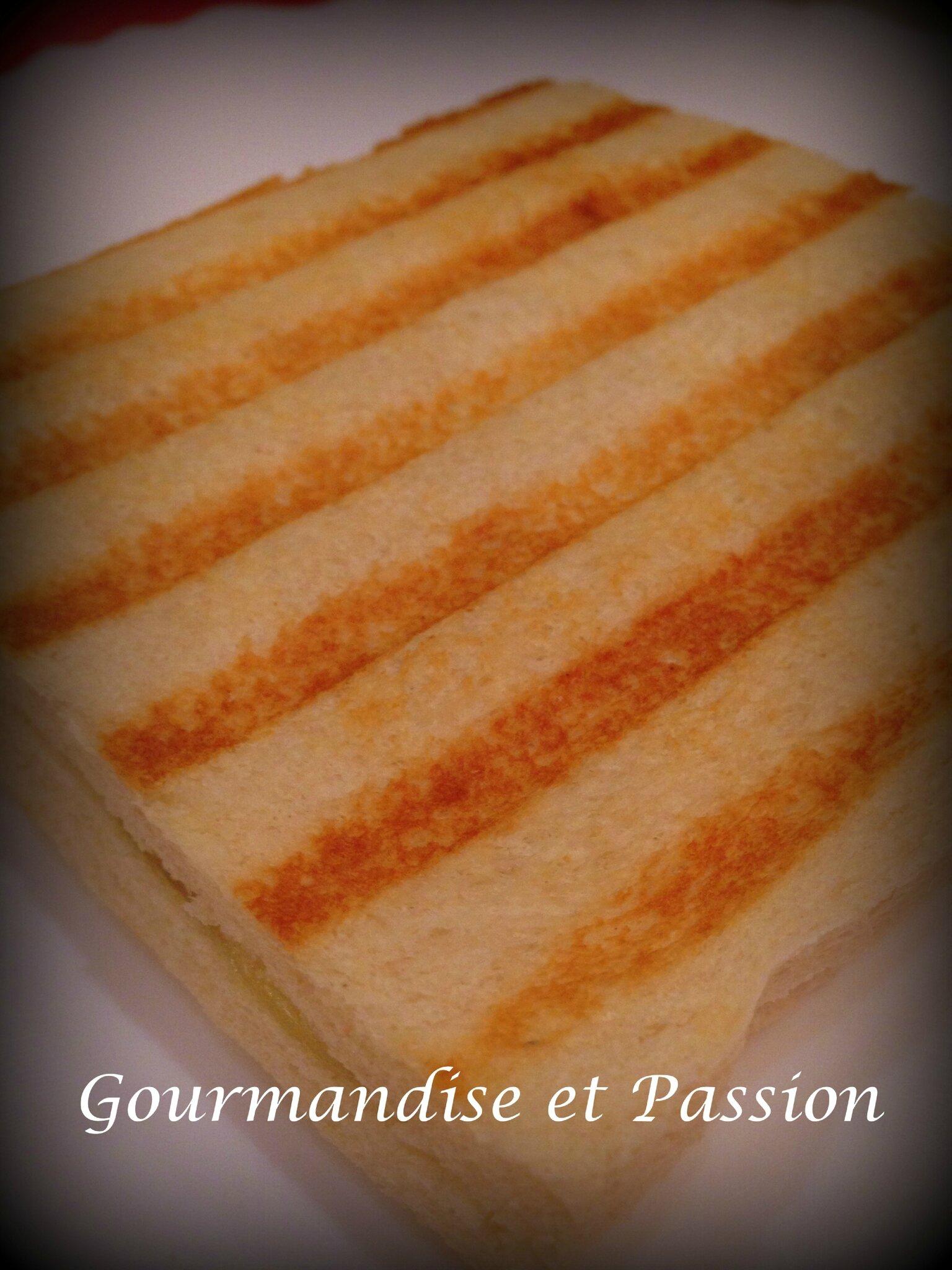 Croque Monsieur A La Poele croque-monsieur à la viande des grisons et fromage