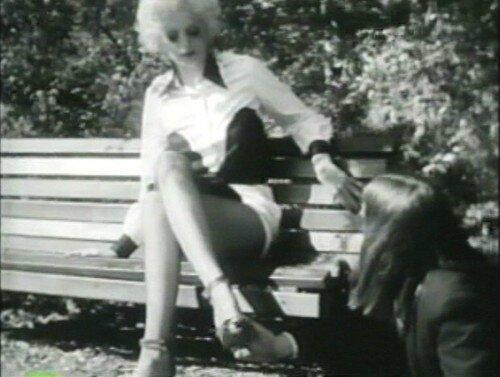 Mary-Vivian-Pearce-Shrimper-in-Mondo-Trasho-dreamlanders-10568199-500-377