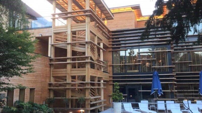 2017 08 23 (50) la Villa Loiseau des Sens, vue du jardin