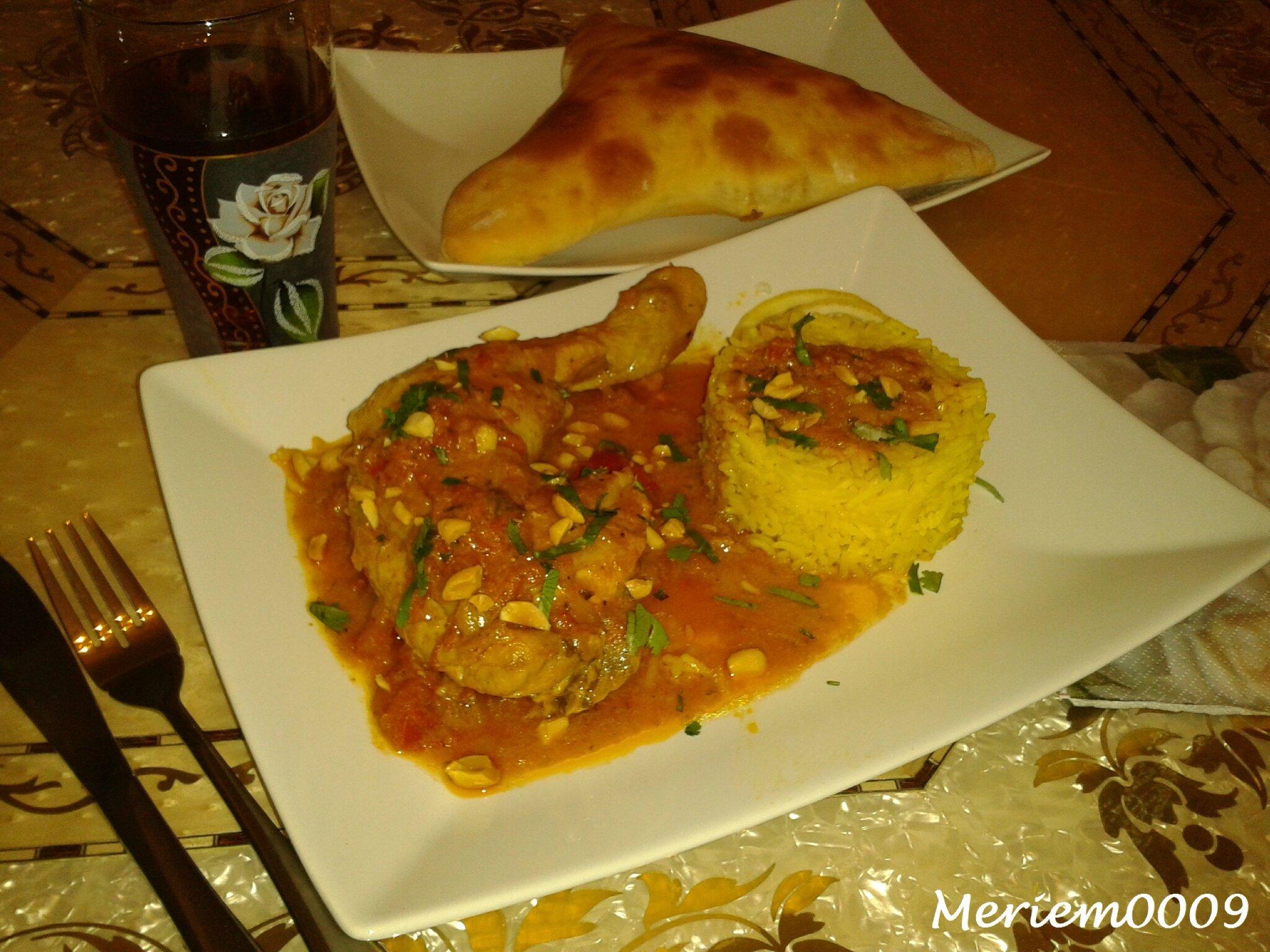 Poulet tikka, riz à l'indienne, naan au fromage