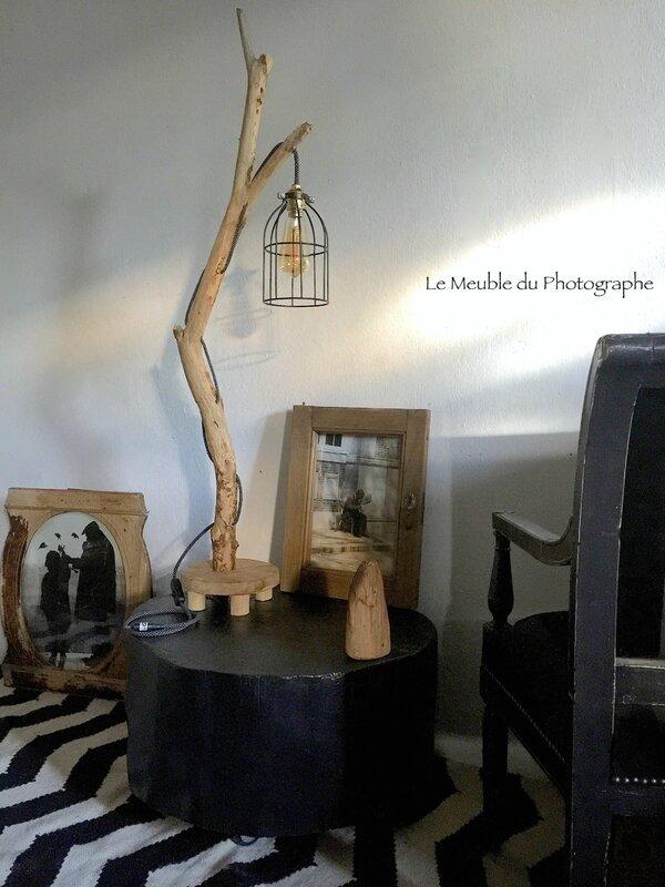 lampe bois flotté et table rondin