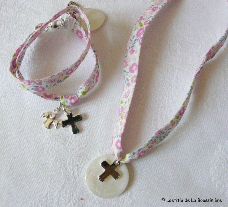 Collier de Communion et bracelet Ange, Croix et coeur sur ruban Fairford rose