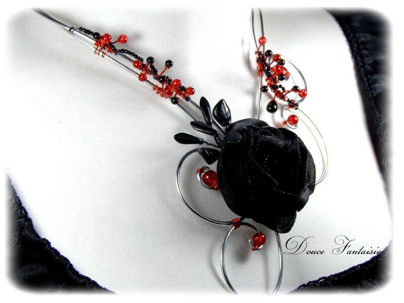 Collier fantaisie rouge et noir fil alu