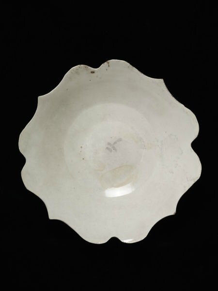 White porcelain dish with foliate rim, Northern China, Ding kilns, Northern Song dynasty (960-1050 )
