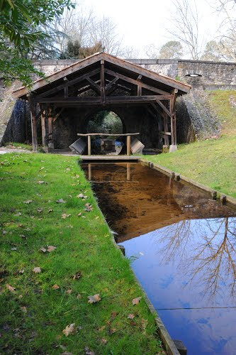 Photo-ruisseau-Capcos-et-lavoir
