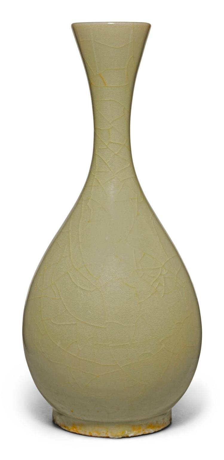 A fine and rare 'Yaozhou' pear-shaped vase, Jin dynasty (1115-1234)