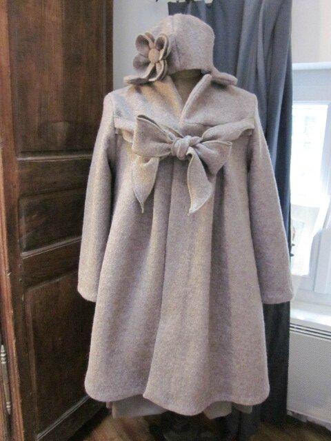 Manteau AGALE en laine bouillie beige chiné - Chapeau AGATHE en laine bouillie beige chiné avec fleur sur le côté dans le même tissu (15)