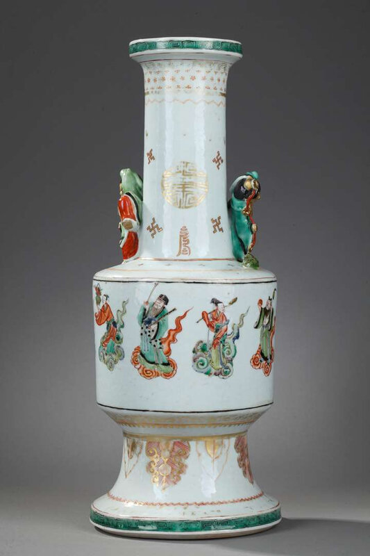 Rare vase porcelain Famille Verte decorated with immortals figures and molded in the neck liu hai and frog Kangxi period 16621722 (H 41,5cm)_T636720984545907790