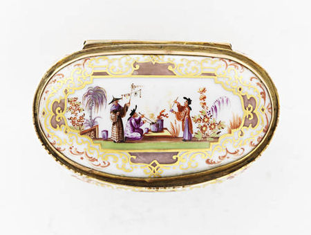 A_gilt_metal_mounted_oval_snuff_box__19th_century3