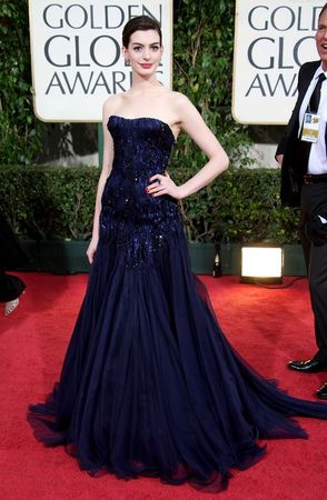 anne_hathaway_arrives_at_the_66th_annual_golden_globe_awards_03_122_658lo