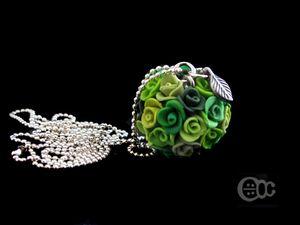 Sautoir boule roses camaïeu vert