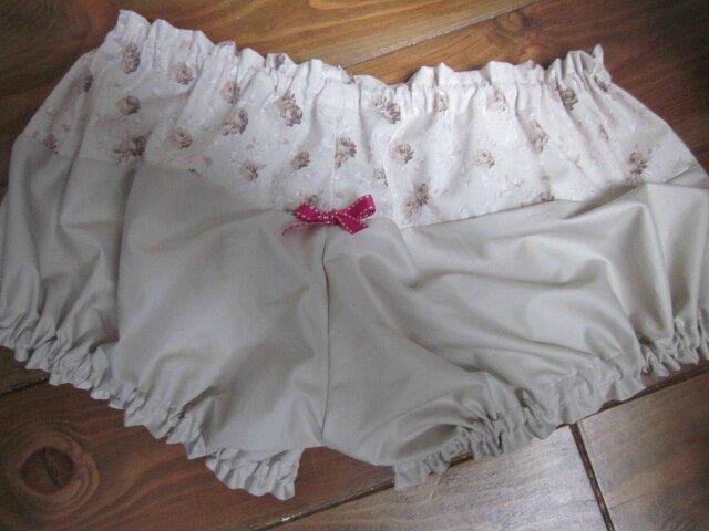 Culotte BIANCA en coton fleuri beige sur fond écru - Coton fleuri beige et coton uni beige dans le dos - noeud fushia devant et sur les fesses (3)