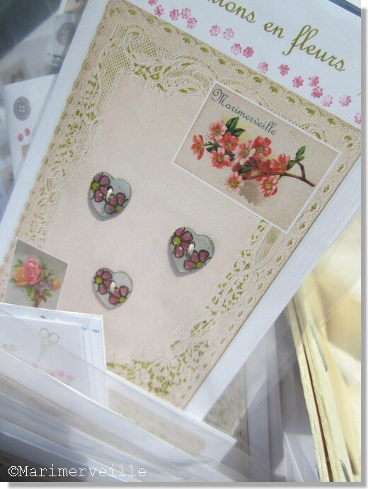 Boutons en fleurs Marimerveille. Pochette petits coeurs fleuris