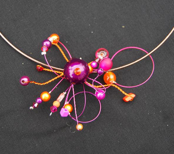 collier puce violet rose et orange pour Laurence