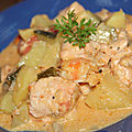 Cocotte de saumon et crevettes aux courgettes, tomates et pommes de terre