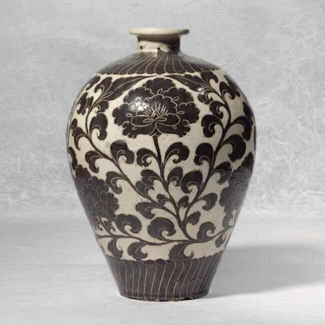 A Very Rare 'Cizhou' Sgraffiato Vase (Meiping), Northern Song Dynasty