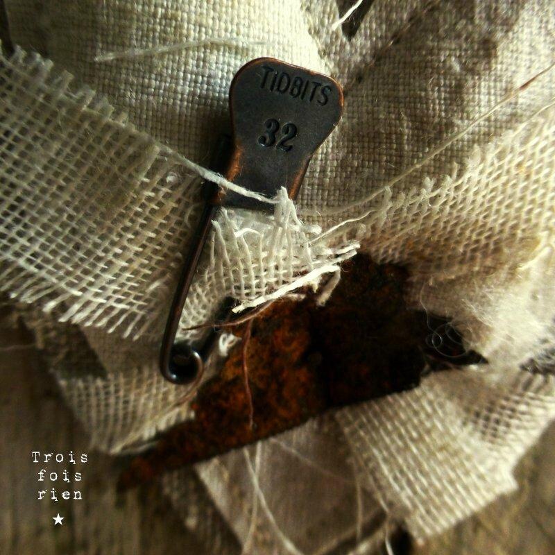 A l'usure, assemblage bois tissus, récup', rouille, coeur 6