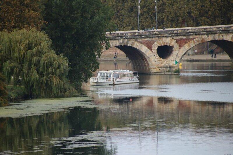 Bateau le Capitole et le Pont Neuf