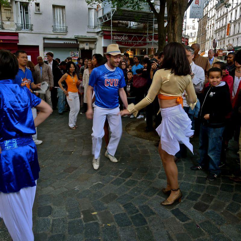 Festivité sur la place Charles Bernard.