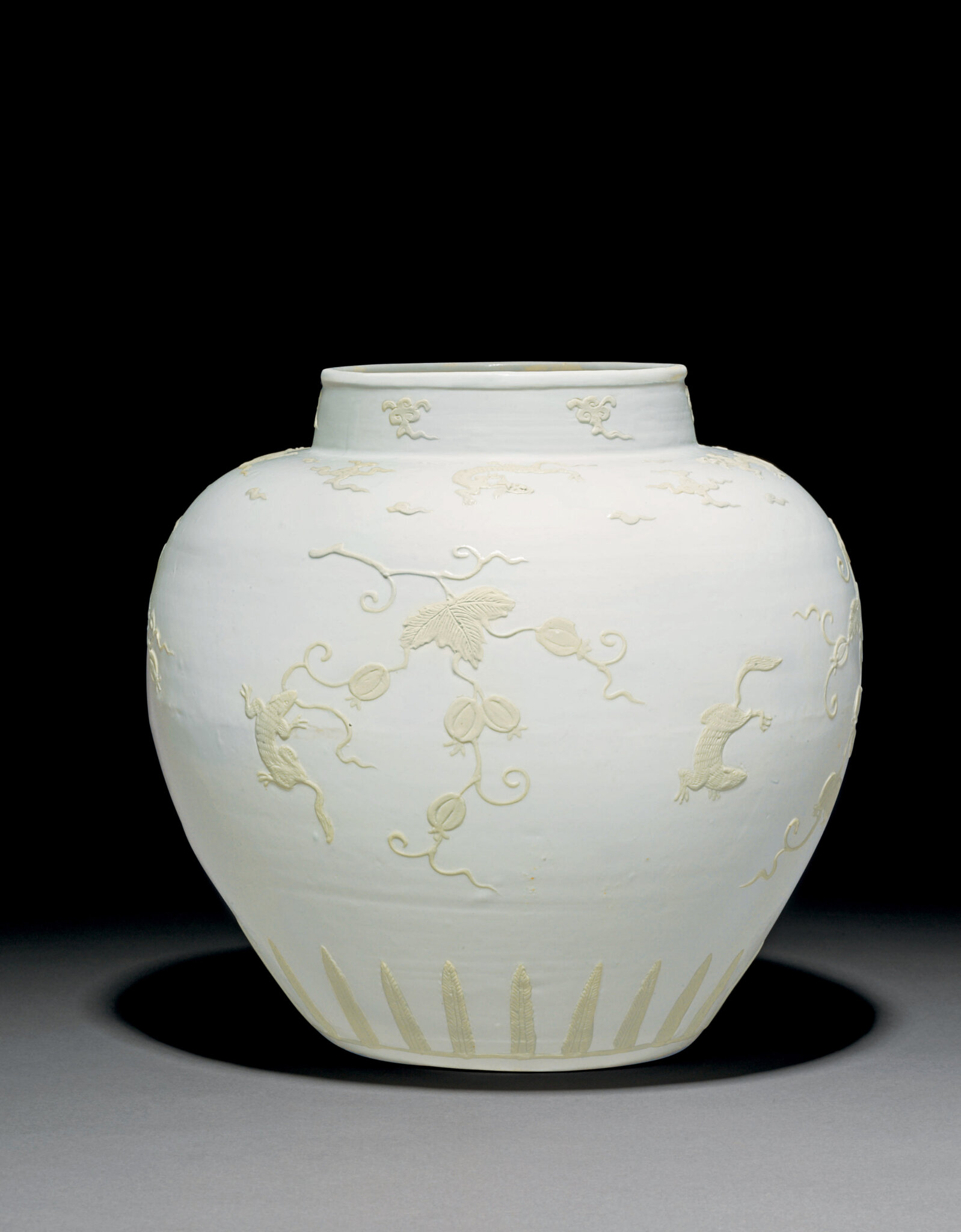 A very rare slip-decorated white-glazed jar, Ming dynasty, 16th century