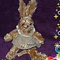 Doudou lapin marron louise mansen, avec robe motifs fleurs