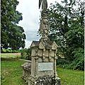 Taizé-aizie (16) - le monument funéraire d'hilaire bailly