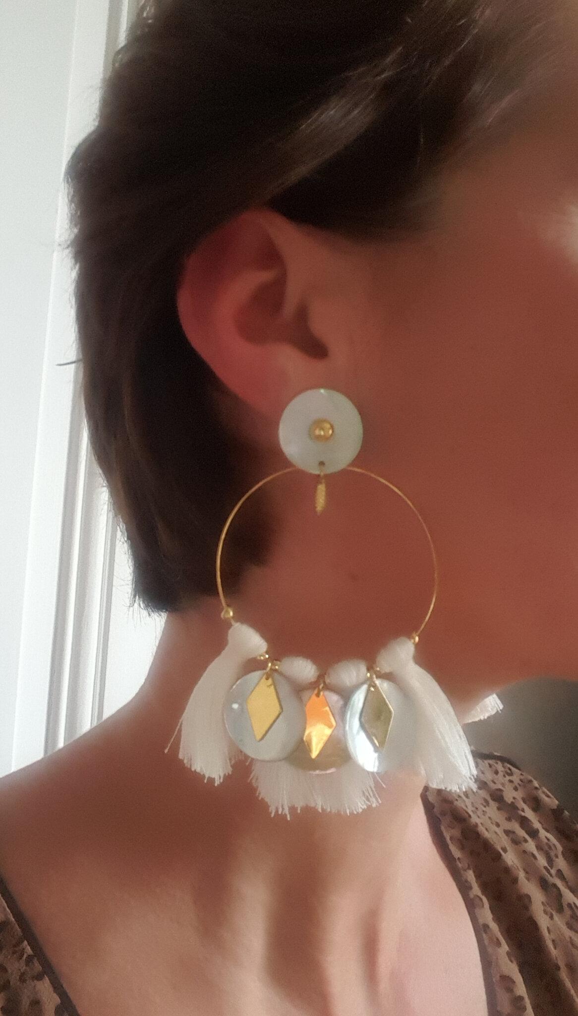 BO Guénola (doré et blanc) portées - 41 € clip ou oreilles percées