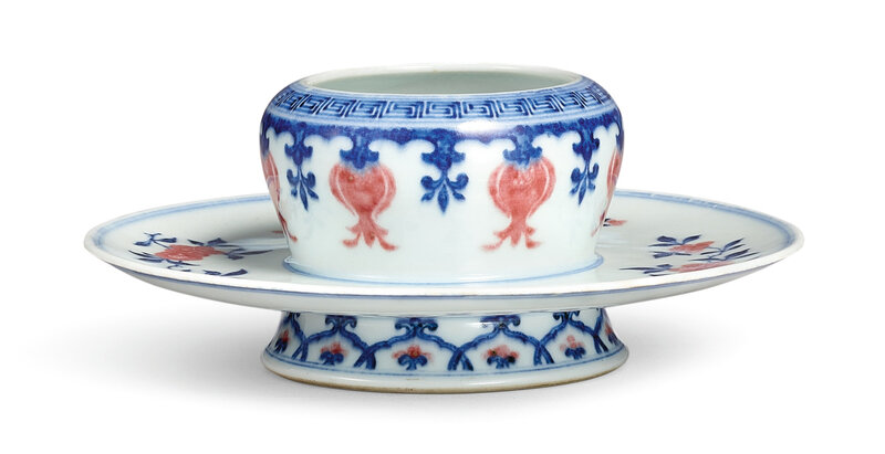 A copper-red and underglaze-blue cupstand, Seal mark and period of Qianlong (1735-1796)